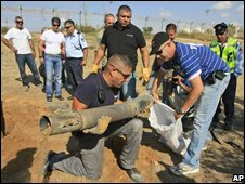 Israeli troops remove Palestinian rocket