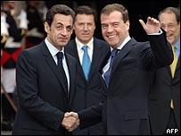 الرئيسان الروسي(يمين) والفرنسي