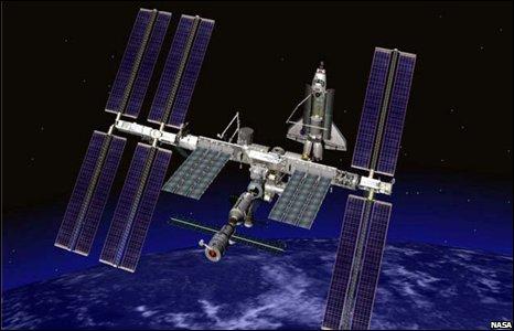 Американский астронавт потеряла в космосе сумку.