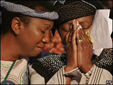 Mourners at a memorial service for Miriam Makeba, 15 Nov