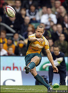 Giteau extends the Aussies lead with another penalty