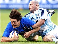 Italy's Matteo Pratichetti is tackled by Argentina captain Felipe Contepomi