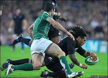 Ma'a Nonu scores a fine try for the All Blacks