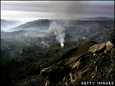 Smoke billows from a mountainside near Montecito (15 November 2008)