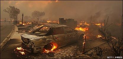 Auto incinerado en el parque Oakridge el 15 de noviembre