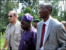 Olusegun Obasanjo (c) and Laurent Nkunda (r) in Jomba, 16 Nov