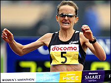 Mara Yamauchi crosses the line in Japan