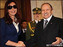 Cristina Fernández con el presidente de Argelia, Abdelaziz Bouteflika