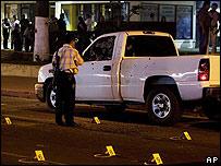 Un policía en la escena de un crimen en Tijuana el 14 de noviembre