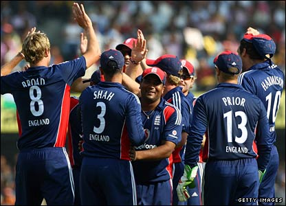 Stuart Broad (left) celebrates another early wicket