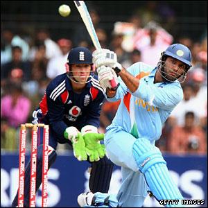 Yuvraj Singh hits Samit Patel for four