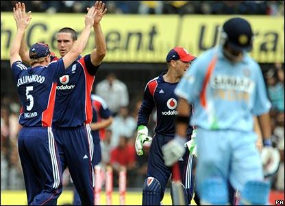 Kevin Pietersen (second left) celebrates after bowling Gautam Gambhir (right)