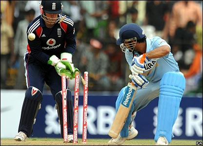 Mahendra Dhoni is bowled by Paul Collingwood