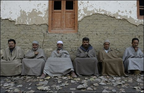 Kashmiri Muslims wait outside a polling station to cast their votes in Bandipora near Srinagar, India