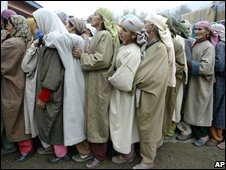Women queue to vote in Bandipora