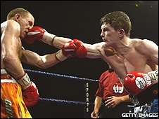 Eammon Magee (left) loses to Ricky Hatton