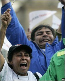 Clients of the DMG investment company protest in Bogota