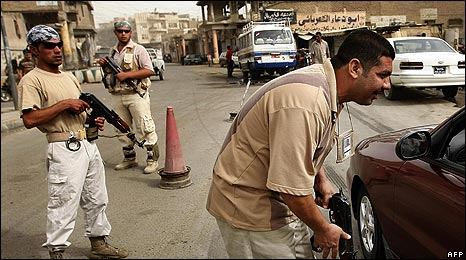 Sahwa members staff checkpoint in Baghdad