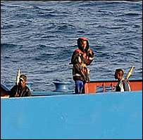 القراصنة الذين يحتجزون السفينة الاوكرانية