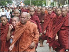 Monks protest in Rangoon (Sept 2007)