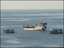 A British vessel intercepting a pirate vessel