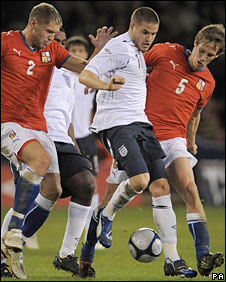Michael Kightly holds off the Czech Republic's Jan Halama (left) and Michal Svec