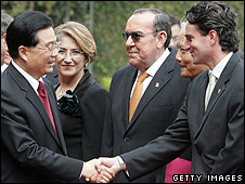 Hu Jintao shakes hands with Costa Rican Foreign Affairs Minister Bruno Stagno