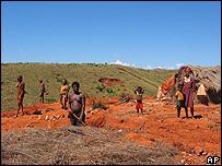 Adultos y niños en Madagascar