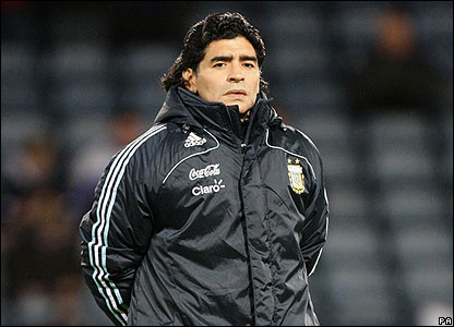 Diego Maradona gets an early taste of the Hampden Park atmosphere