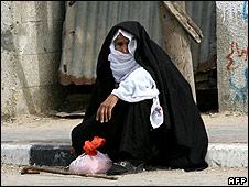 Woman waits for food aid, Rafah, south Gaza, 18.11.08