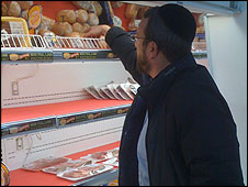 A man shops at a kosher grocery in New York
