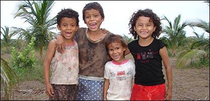 Niños en la zona del Bajo Lempa, El Salvador