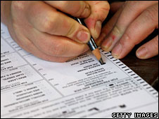 A voter marks a ballot in Kansas City, Missouri, 4 November 2008