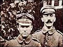 Adolf Hitler (der.) como soldado durante la Primera Guerra Mundial