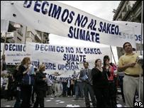 Сотрудники частных пенсионных фондов Аргентины на митинге