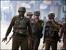 Indian Central Reserve Police Force (CRPF) soldiers in Srinagar (1 November 2008)