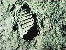 Footprint on moon, AP