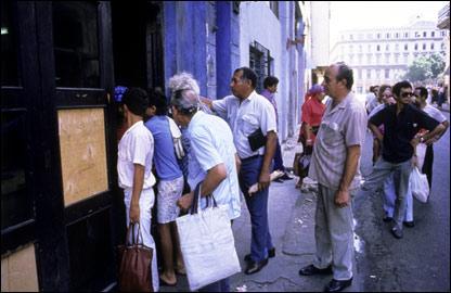 Очередь в магазин в Гаване