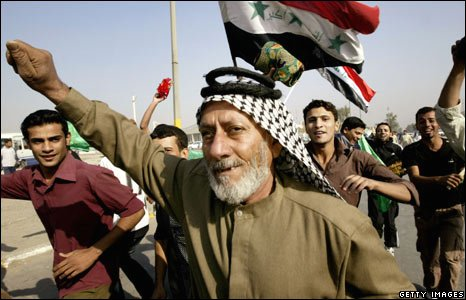 Supporters of Moqtada Sadr attend the demonstration in Baghdad, Iraq (21/11/2008)