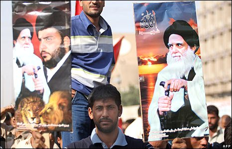 A man hold posters of Moqtada Sadr and Grand Ayatollah Ali al-Sistani at a demonstration in Baghdad, Iraq (21/11/2008)