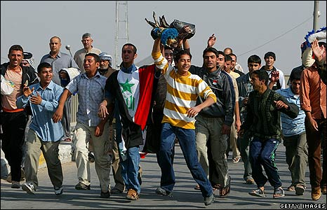 A group of men cheering at a demonstration in Baghdad, Iraq (21/11/2008)