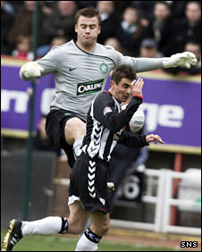 Artur Boruc and Craig Dargo