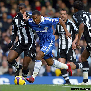 Malouda heads towards goal for Chelsea