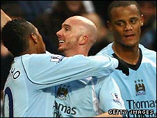 Stephen Ireland (centre)