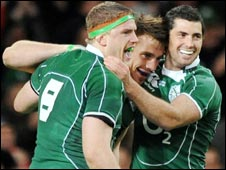Irish players congratulate Tommy Bowe