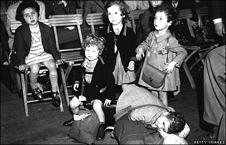 Jewish children who arrived from Vienna at London's Liverpool Street Station