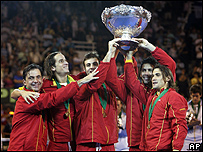 El equipo español recibe la ensaladera de plata