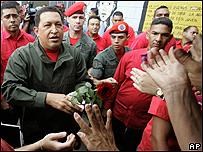 Hugo Chávez a su llegada a un centro de votación