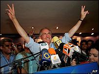 Antonio Ledezma celebra luego de ganar la Alcaldía Mayor de Caracas