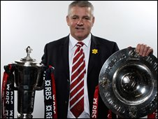 Waaren Gatland with the Six Nations trophy and Triple Crown